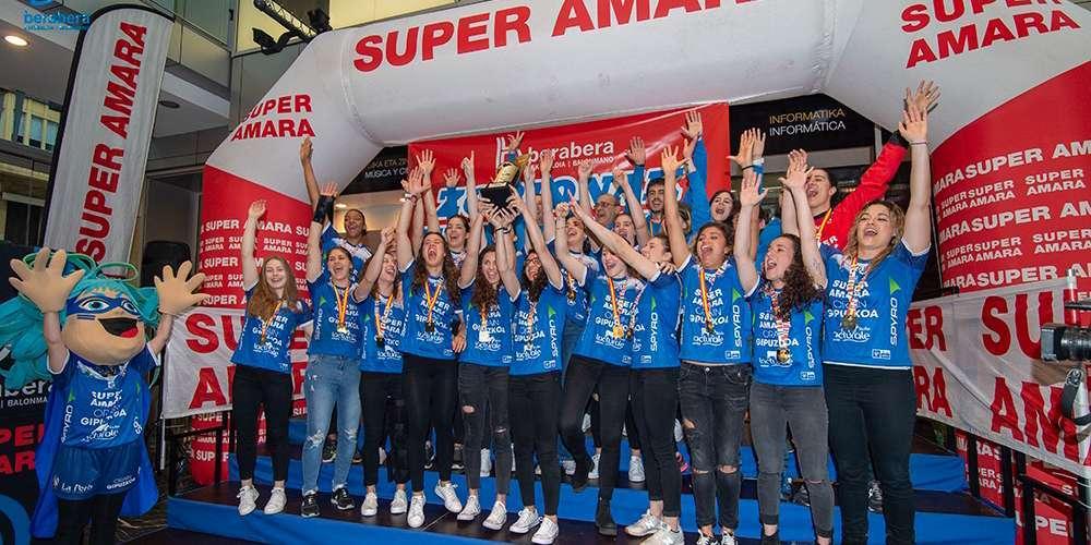 SUPER AMARA recibe la Copa de Campeonas